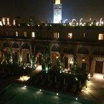 utsikt pool och minaret