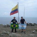 Em Malpelo Colombia com a bandeira do Brasil