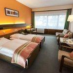 geräumiges Doppelzimmer mit Balkon, Twin-Betten und Schlafsofa