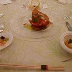 オマール海老とアメーラトマトのバジル風味タラバ