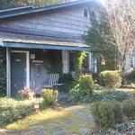 Guest Cottage: 2 bedrooms, liv room, big kitchen, 2 patios