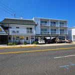 Riviera Resort & Suites in Wildwood day photo