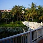 ホテル棟への桟橋