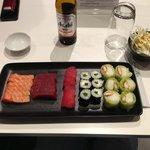 Choix à la carte, bière Asahi, et salade de choux