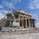 Акрополь в строительных лесах