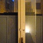 Porta-finestra bloccata da armadio