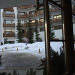 Вид отеля со стороны входа