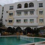 accès piscine, magasin et restaurant