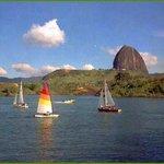El embalse mas grande de Colombia con 107.021.000.000 m³, donde se practican Deportes Nauticos