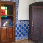 Porte donnant sur la petite salle de bain