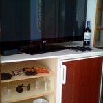 tv chambre mini bar