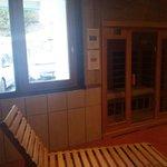 Le sauna et la fenêtre. Intimité réduite