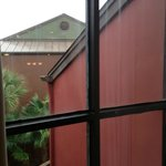 Verdreckte Fenster Wohnzimmer, mit Schimmel an den Fugen