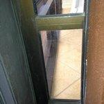 Total verdrecktes Fenster Wohnzimmer