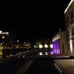 Entrada del hotel, con el castillo de Peñafiel al fondo
