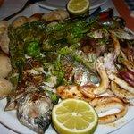 Parrillada de pescado (28 euros)