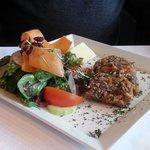 Wild-Terrine mit Salat