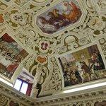 天井装飾の美しさは格別