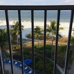 Aussicht vom Balkon aufs offene Meer