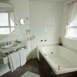 banheiro da suite luxo
