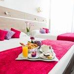 Chambre supérieure (de 1 à 4 personnes) + petit-déjeuner en chambre