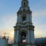 Vue du clocher de l'église San Andres Apostol à partir du toît de l'hotel