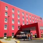 5-story hotel is taller than many Managua buildings, simple design