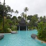 Бассейн, бар в бассейне