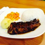 backribs wth side dish mash potato and veggies