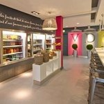 Sandwiches, soups, salads, quiches, breads, patisseries, macarons...