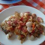 Delícia, merluza com mariscos, meu prato!