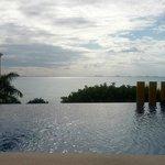 Терраса с бассейном и видом на Канкун