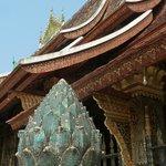Toit temple d'or Wat Xieng Thong - Alexandra Box