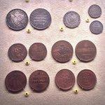Экспозиция монет и банкнот на цокольном этаже