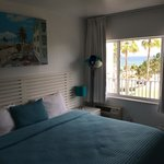 King size bed and ocean view!