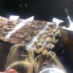 Impresionantes ostras con vinho verde