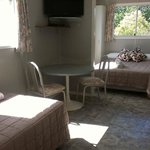 vabin 2.. sleeps 5. double bed. king single. and 2 bunks. fully self contained with bathroom