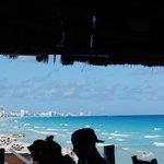 A vista à partir do restaurante junto a praia.