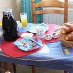 Das Frühstück Wer Ruhe und Erholung sucht, findet sie hier: sehr gute Betten, kein Straßen-, Kne