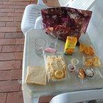 El desayuno a partir de las 07.30 en la mesa exterior.