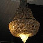 Hermosa lámpara en la recepción