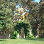 Escultura no meio do campus