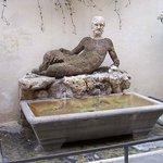 la statua del Babuino che dà il nome alla via