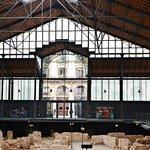 Interior del antiguo mercado y restos arqueológicos