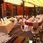 Imagen de las mesas preparadas en nuestra boda.
