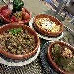 Favetas, Huevos Rotos con Ceps, Arcachofas con Butifarra Negra