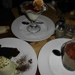 trittico di dolci: semifreddo al pistacchio, panna cotta all'arancia, mousse con aspic di passit