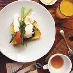 Hot Breakfast Main - Poached Eggs, Cedar-smoked salmon fillet, Asparagus, Corn Toast w/ Hollanda