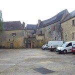 Zona de aparcamiento más próxima al castillo.
