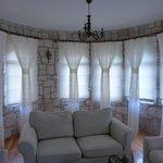 Simple, elegant decor